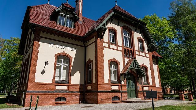 starý dům s parkem.jpg