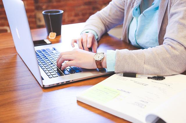 psaní studentky.jpg