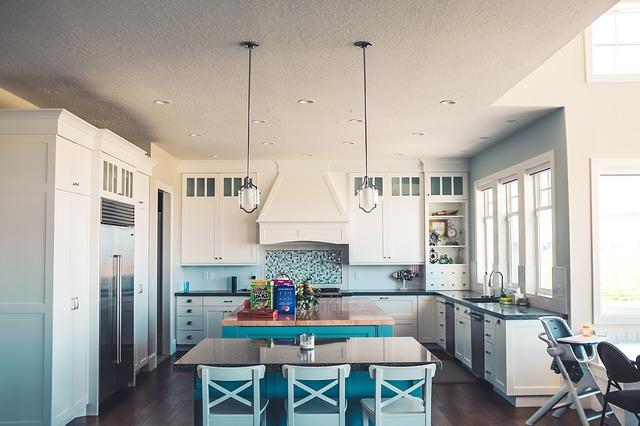 jídelní židle v kuchyni.jpg