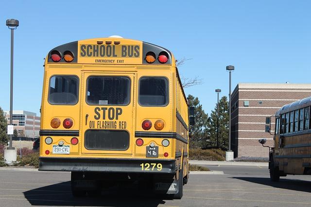 autobus na parkovišti
