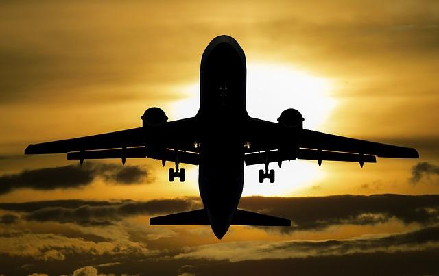 slunce nad letadlem