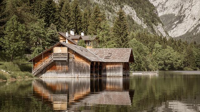 chalupa na jezeře